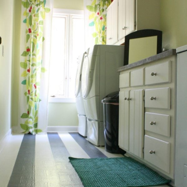 MUST PIN! Amazing laundry room renovation for less than one hundred dollars! #diylaundryroom #laundryroommakeover