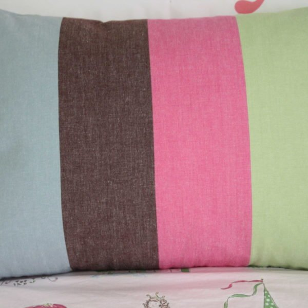 Make a Pillow from $2 Dish Towels by Designer Trapped in a Lawyer's Body {designertrapped.com}