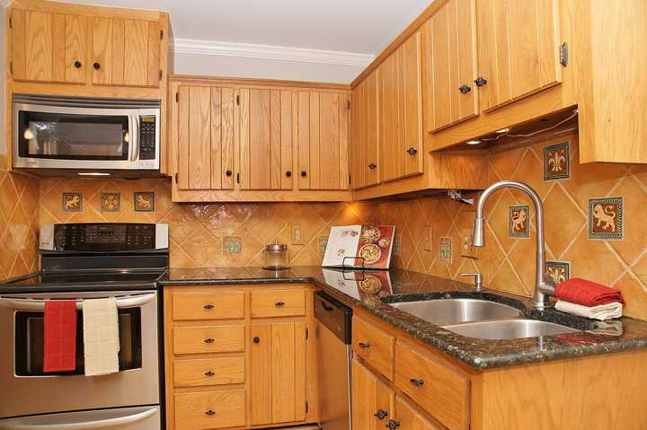 1986 oak kitchen cabinets