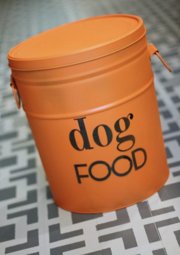 DIY Dog Food Storage Bin {from an old popcorn tin!}