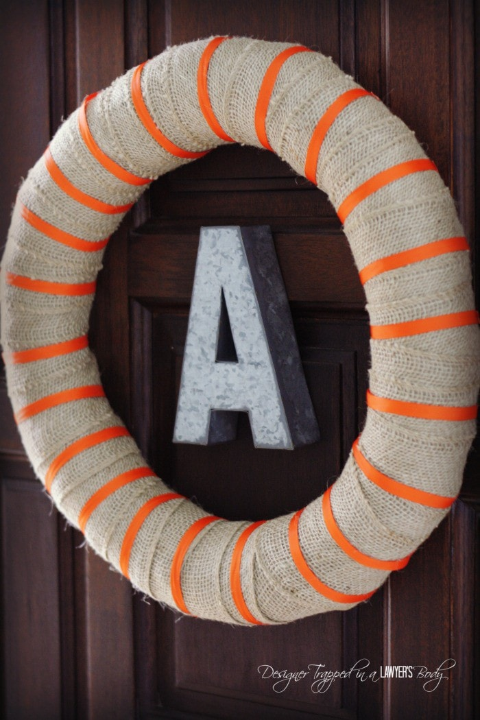GORGEOUS! Simple fall burlap wreath by Designer Trapped in a Lawyer's Body. #fallwreath #burlapwreath #falldecor