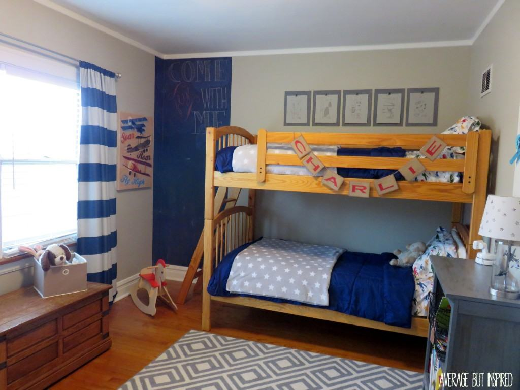 Average But Inspires shares a vintage airplane bedroom that's filled with DIY projects and that will grow with the little boy who lives here!