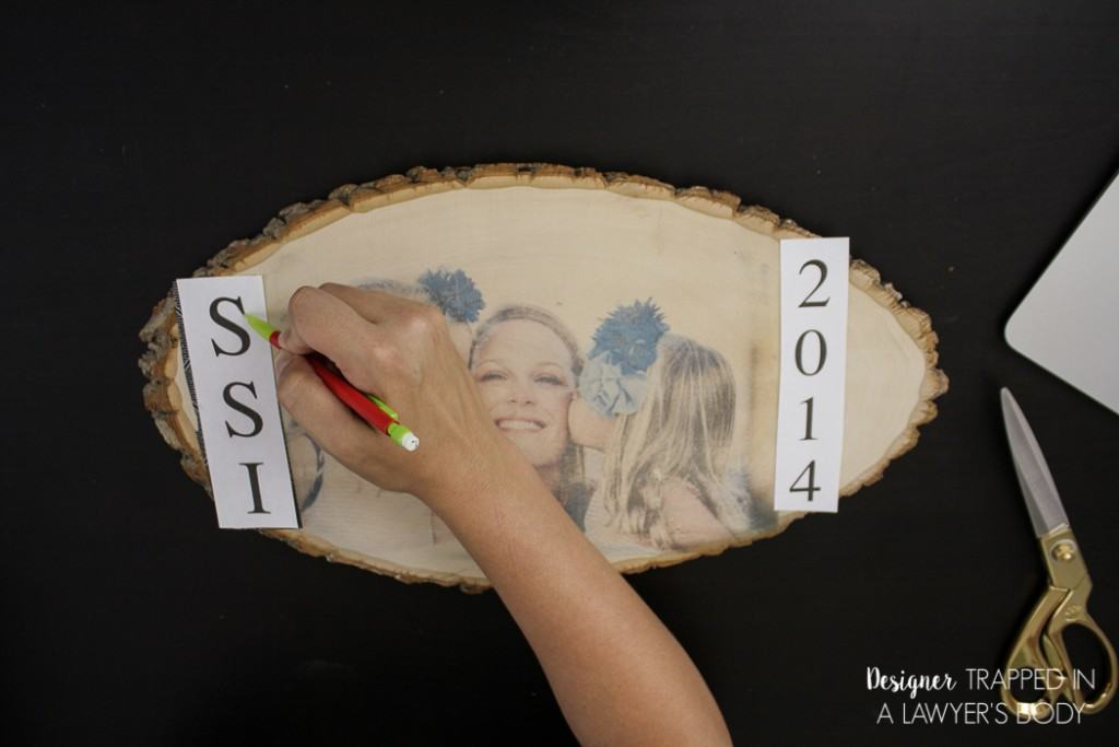 THIS IS GENIUS! Such a wonderful way to display your favorite photos. Learn to transfer a photo to wood with this simple tutorial from Designer Trapped in a Lawyer's Body.