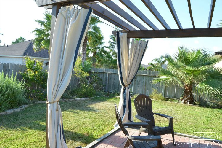 WOW! Make these gorgeous outdoor curtains without sewing and without spending a ton of money!! Find the tutorial by Table & Hearth for Designer Trapped in a Lawyer's Body