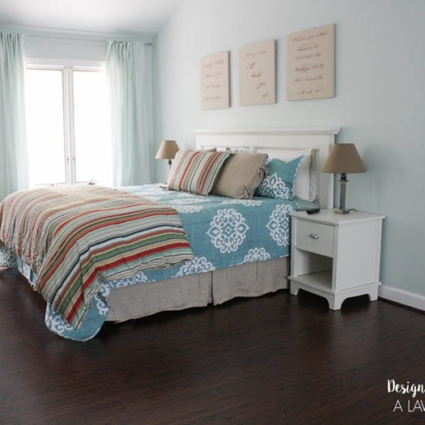 OMG! It's amazing what a big difference new bedding can make in a room. LOVE this blogger's bedding choice!