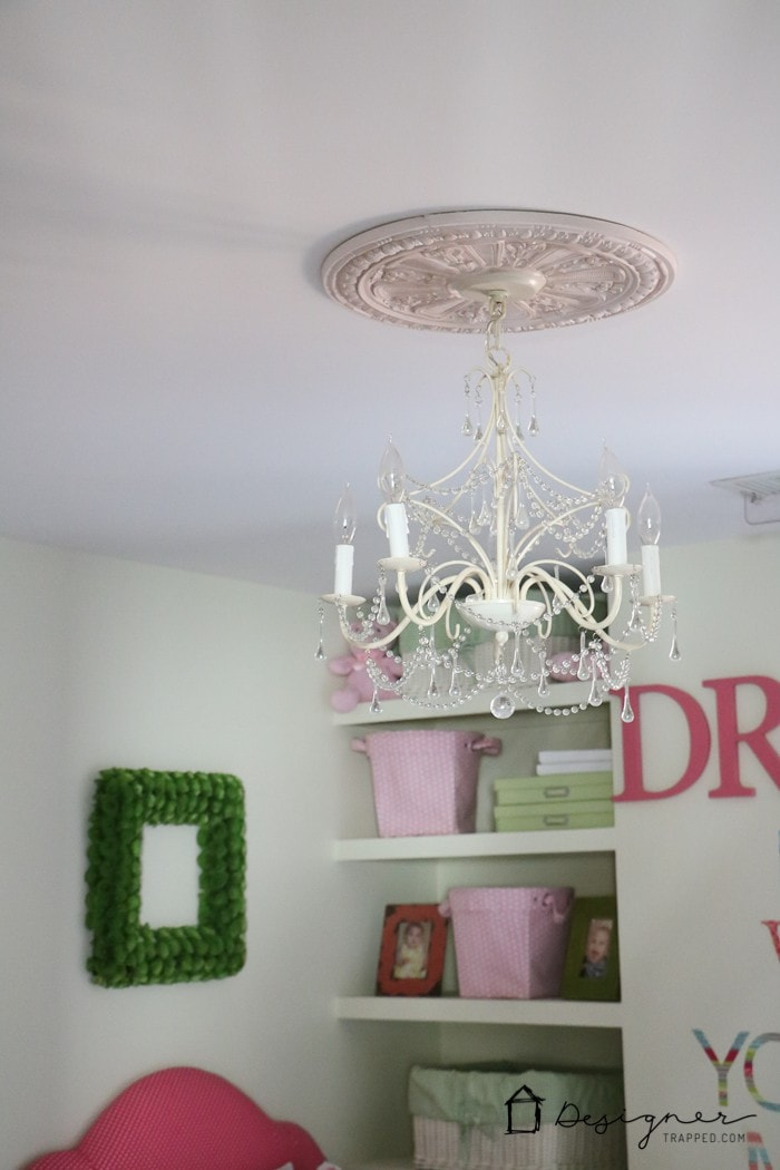 Diy Ceiling Medallion To Hide A Ceiling Flaw Designertrapped Com