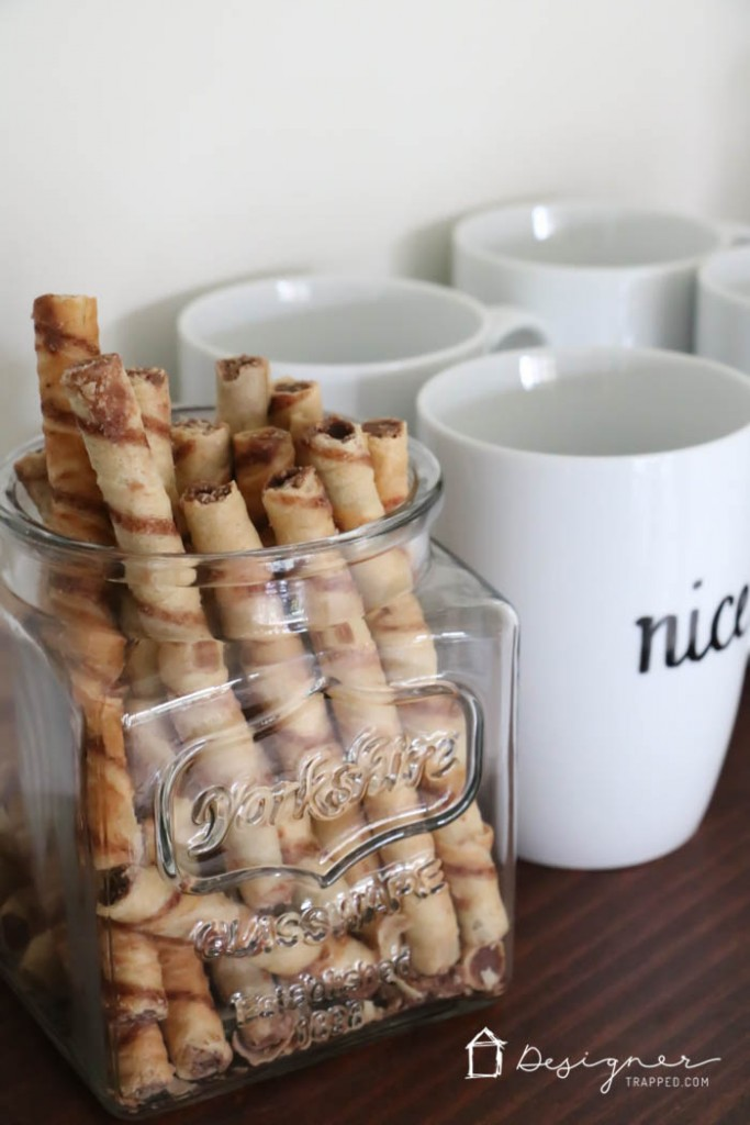 LOVE THIS simple and beautiful hot chocolate bar for the holidays by Designer Trapped in a Lawyer's Body!