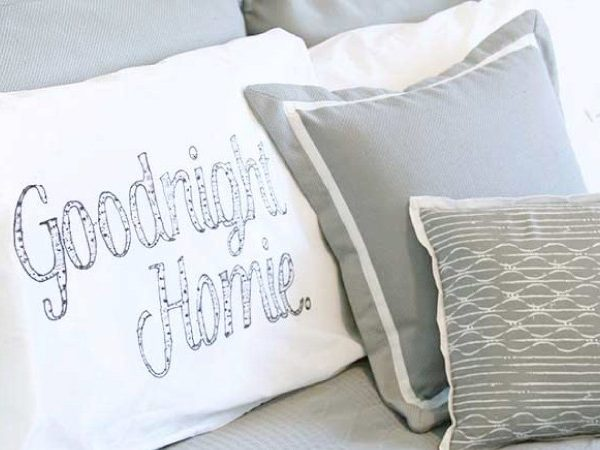 This is the most brilliant way to make DIY personalized pillow cases that I have seen! You don't need any fancy or expensive equipment or materials. Full tutorial by Fresh Crush for Designer Trapped in a Lawyer's Body. / designertrapped.com