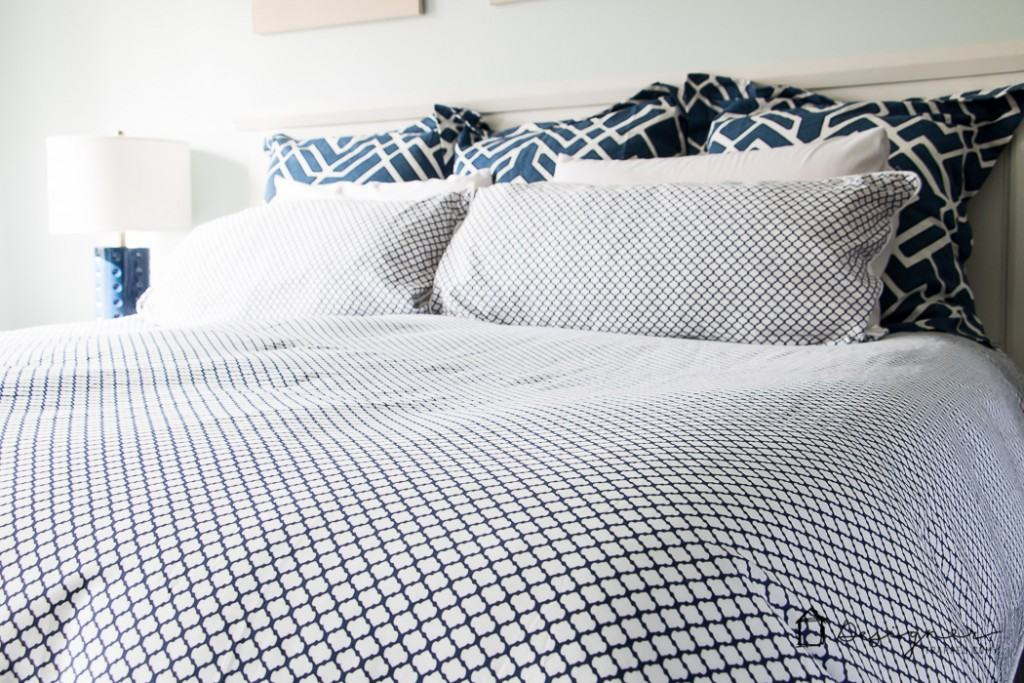 Never underestimate how much fresh new bedding can transform a room! LOVE this navy and white bedding. The mix of patterns is so pretty!