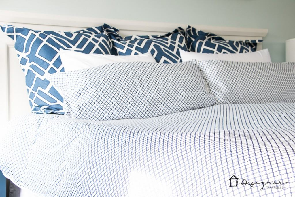 DIY bedroom decorating ideas! LOVE this navy and white bedding! designertrapped.com