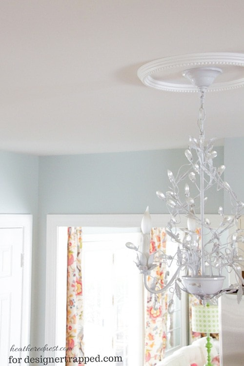 This is AWESOME! You can easily convert a recessed light to a pendant light with this tutorial by The Heathered Nest for designertrapped.com!