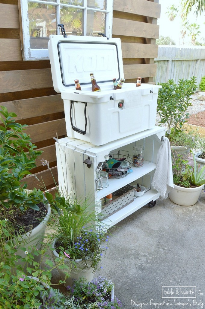 My favorite DIY outdoor projects? Bar carts!