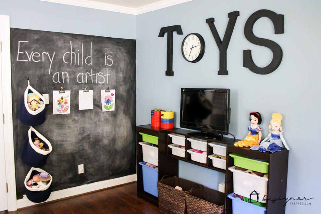 Phòng chơi của trẻ em không cần phải quá dễ thương. Yêu các ý tưởng trang trí phòng chơi mà blogger này đã sử dụng!