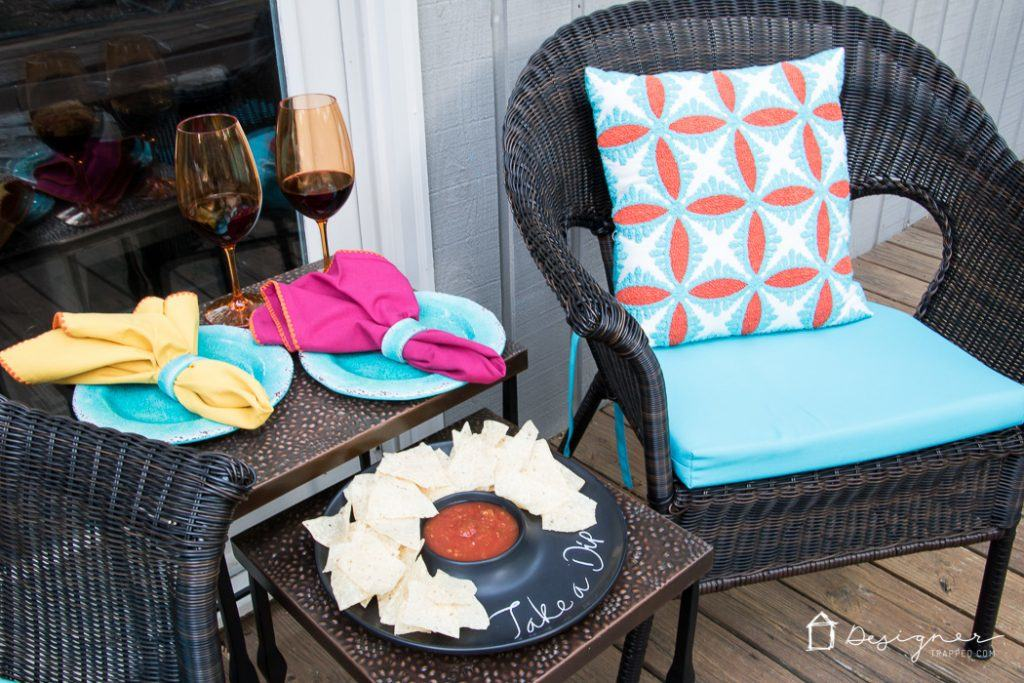 Have a small porch that you are struggling to decorate? This list of small porch ideas is awesome! Exactly what I needed.