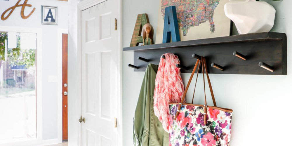 Learn how to use welcoming entryway decor to create a beautiful and welcoming entry to your home. Such great ideas!