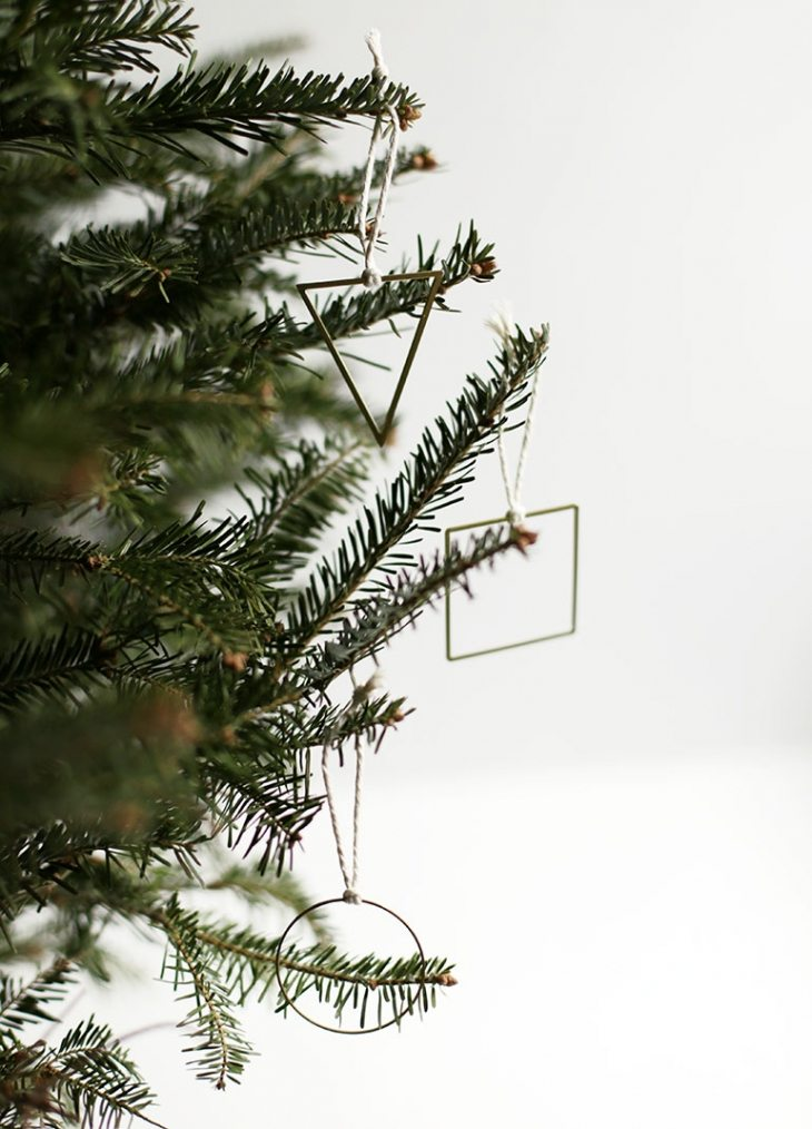 OMG, love this list of unique Christmas ornaments that I can make myself, especially the 4th and 8th ones! I was looking for some handmade Christmas ornaments to make--this is perfect. Can't wait to make some for myself and to give as gifts.