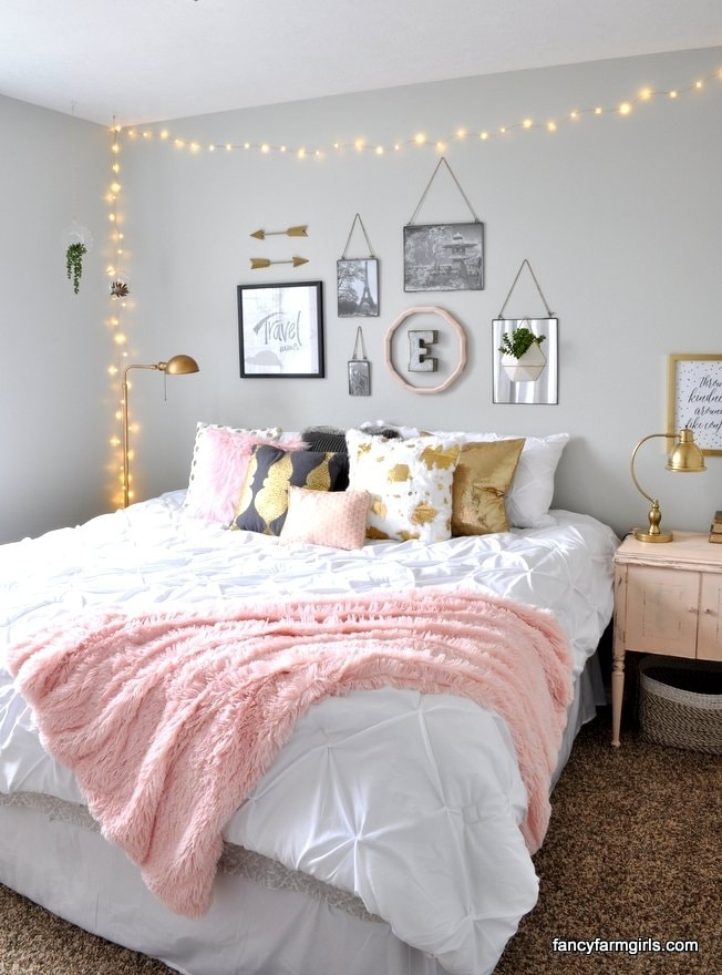 soft and glowing girl room