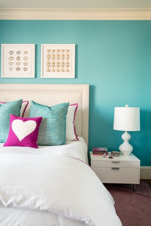 girl room with hearts and turquoise walls